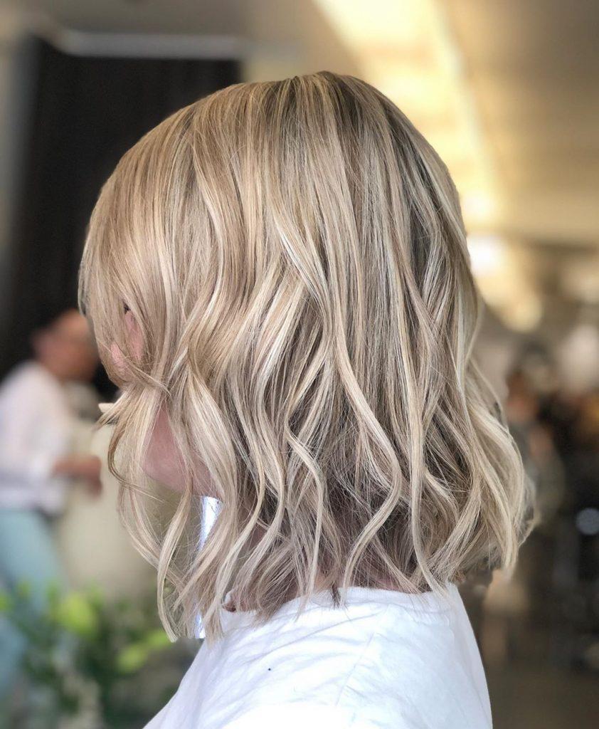 Ieși din tipare cu un blond cenușiu perfect